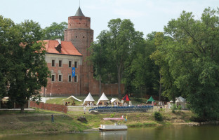 Zamek i park zamkowy