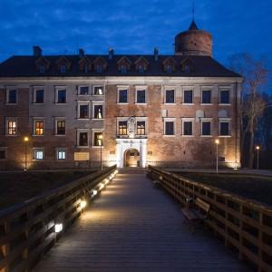 Zamek Uniejow w nocy